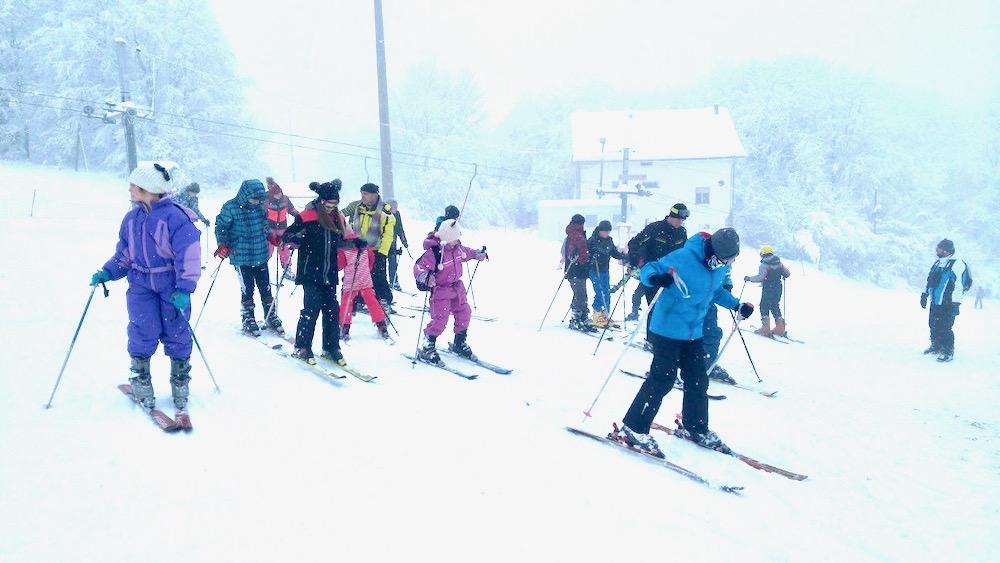 Photo of Krenula škola skijanja u okviru Božićne škole sporta. U ponedeljak se nastavlja sa radom