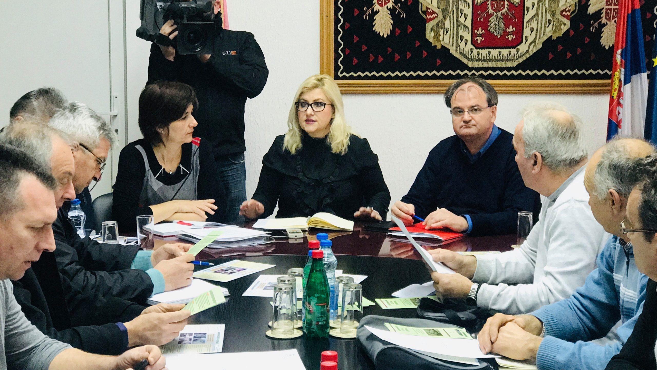 Photo of Načelnica Okruga Dragana Tončić: Leševi eutanaziranih svinja odvoziće se u ćuprijsku kafileriju