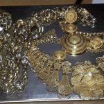Sprečeno krijumčarenje zlatnog nakita i parfema