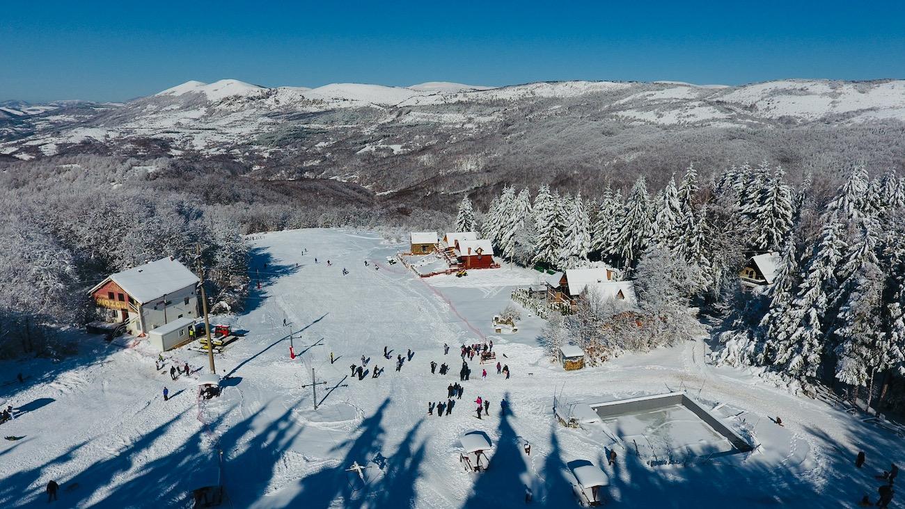 Photo of Gradsko skijalište kod Planinarskog doma – pravo mesto za uživanje u zimskoj idili (foto, video)