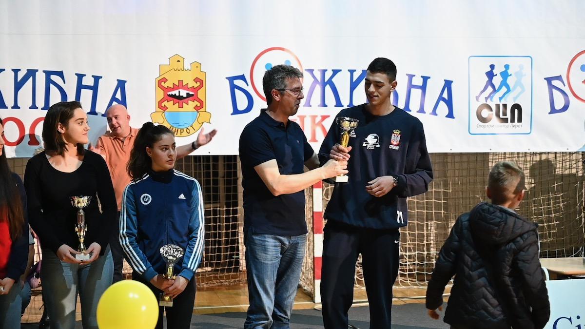 Photo of Radnički Pirot – ekipa godine. Proglašeni najuspešniji sportisti, sportistkinje i klubovi u 2019. godini