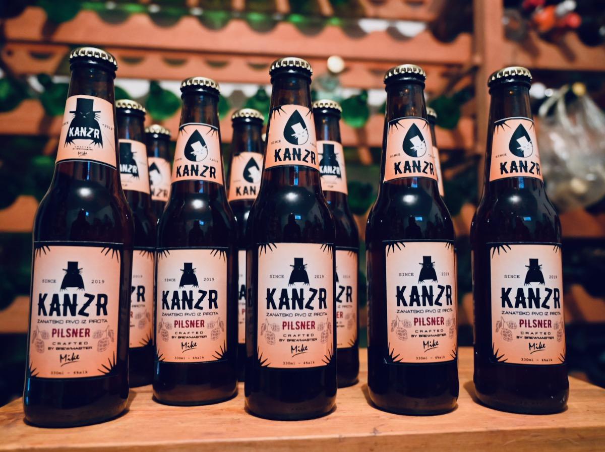 """Photo of Piroćanac Miljan Stevanović ima neobičan hobi – proizvodnju zanatskog piva. Ima i svoj prvi brend """"Kanzr"""""""