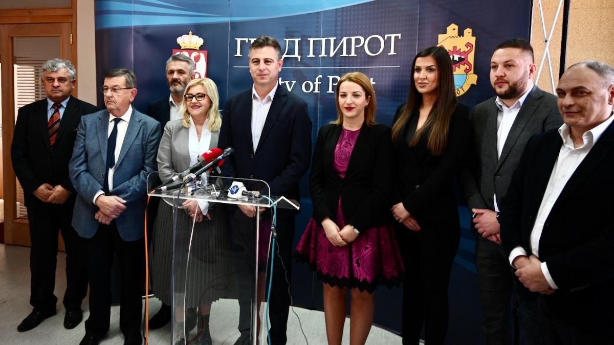 Photo of Vasić povodom članstva u Predsedništvu SNS: Odluka koju smo doneli je u ovom trenutku najbolja za Grad Pirot