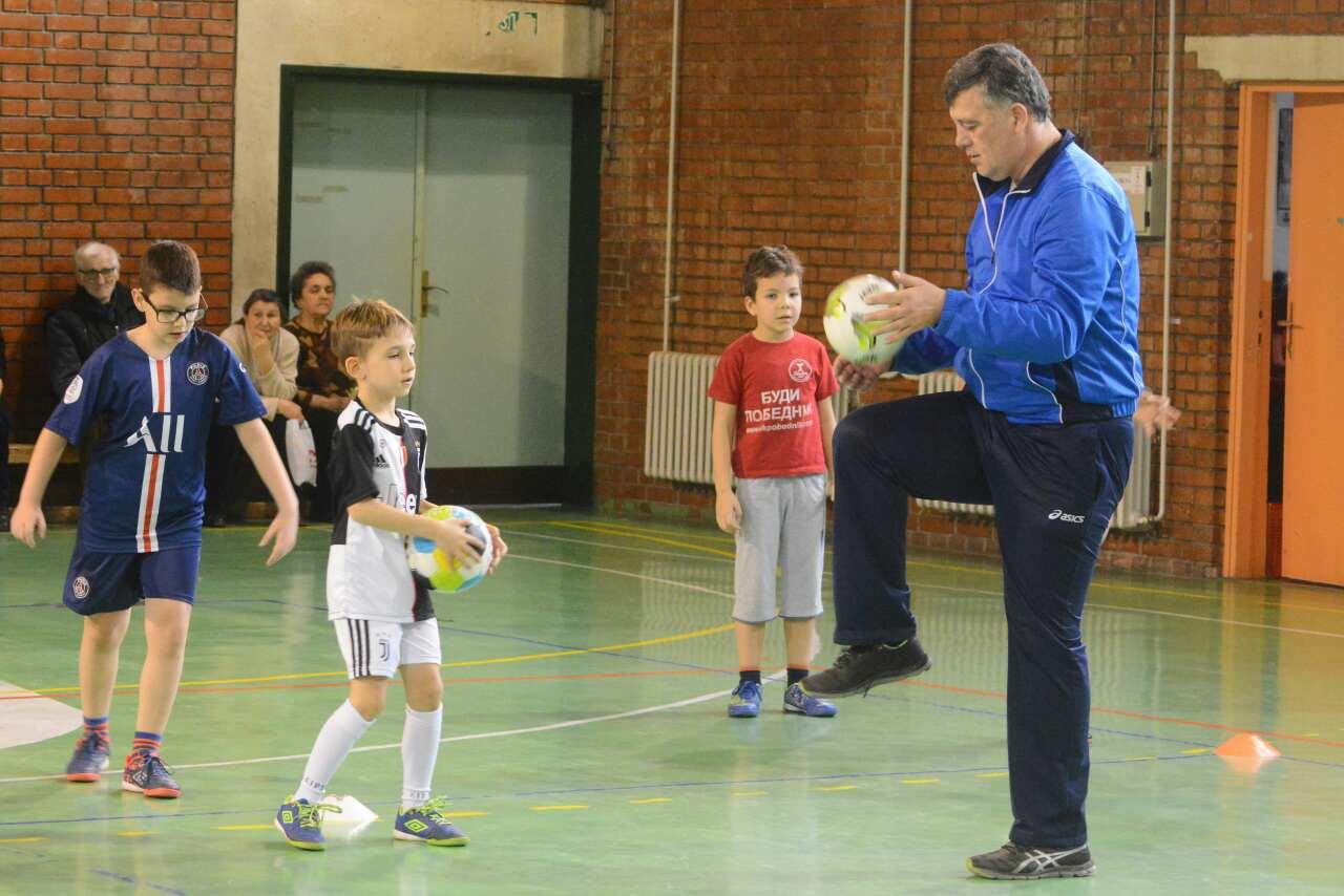 Photo of Božićna škola sporta: Stasavaju budući fudbalski asovi