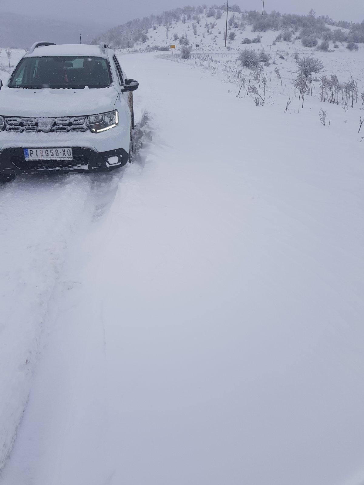 Photo of Zima se ne predaje. Smetovi na Staroj planini. Ekipe Komunalca od noćas na terenu