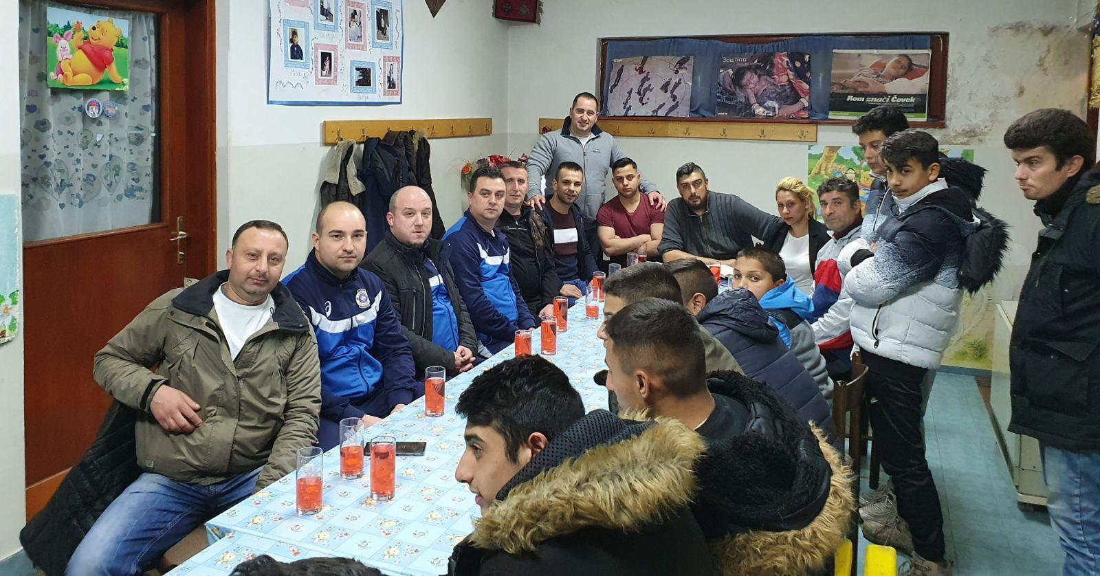 Photo of FK Senjak uručio dresove i lopte FK Roma, u osnivanju. Uskoro i prva prijateljska utakmica