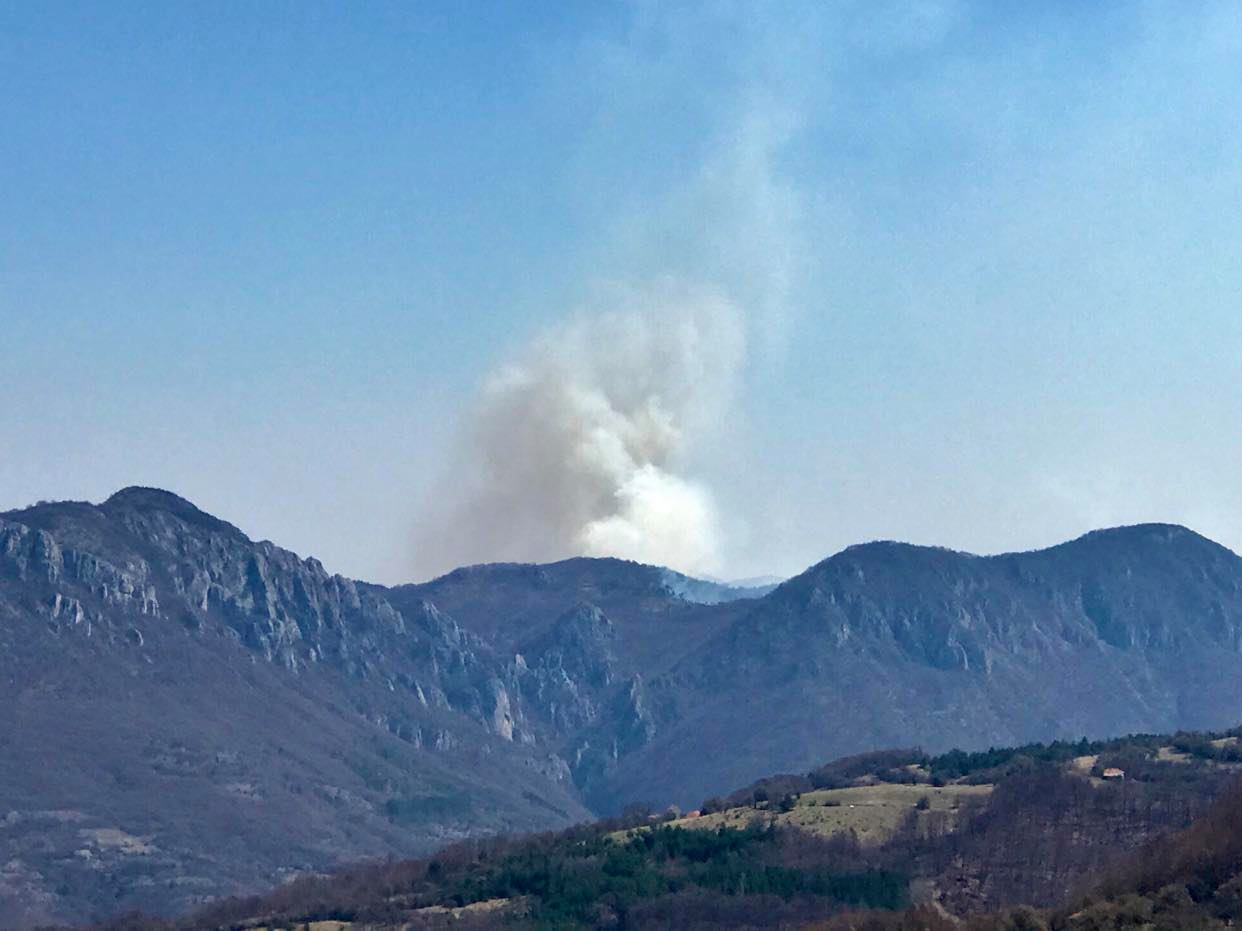 Photo of Požari na sve strane. Ni korona virus ni katastrofalni požar na Staroj planini jesenas ne mogu neodgovorne pojedince da dozovu pameti