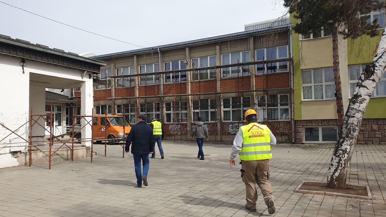 """Photo of Radovi na drugoj fazi rekonstrukcije OŠ """"8. septembar"""" u toku, radi se i na kanalu Rogoz"""
