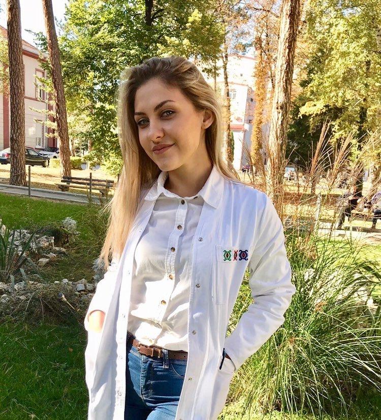 Photo of Naša mlada sugrađanka – studentkinja medicine Hristina Jovanović prvi donor krvne plazme iz Pirota