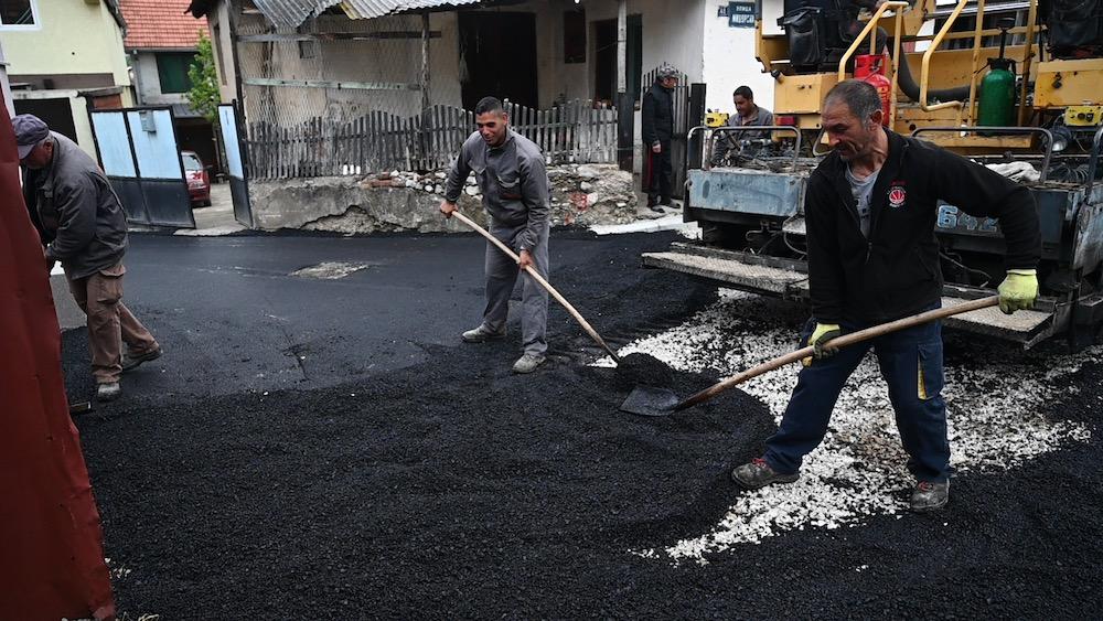 Photo of Počela građevinska sezona u Pirotu. Asfaltira se Midžorska ulica, radovi i u Dobrodolskoj, Krupcu…