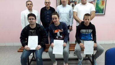 """Photo of """"Marmil"""" i Mlekarska škola potpisali ugovor o stipendiranju budućih pekara"""