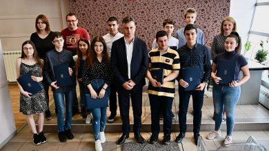Photo of Grad novčano nagradio učenike generacija pirotskih osnovnih i srednjih škola