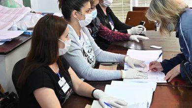 Photo of Izbori u doba korone. Poštuju se pravila, obezbeđene maske za sve birače, svi članovi biračkih odbora sa maskama