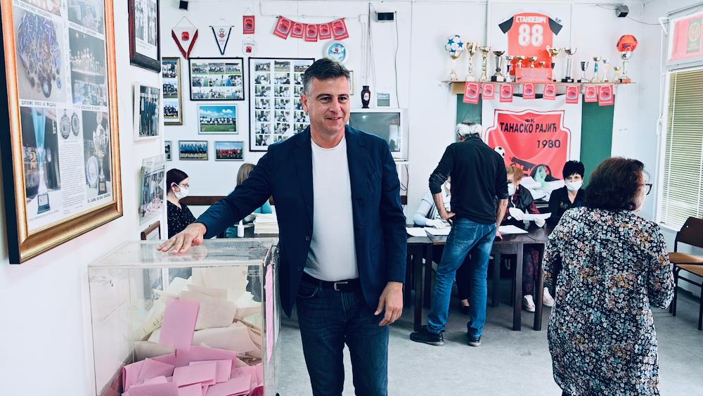 vasić glasao u naselju Tanasko Rajić