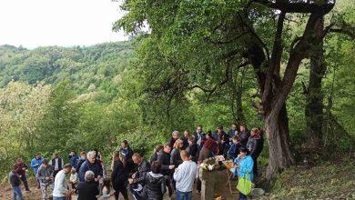 Photo of Meštani ne daju svoje rodno selo. Sami obnavljaju put, zavetne krstove, poštuju tradiciju..