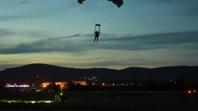 Photo of Spektakularan prizor – Noćni skokovi 63. padobranske brigade sa 4.500 metara iznad Niša