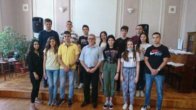 Photo of Gimnazija u Pirotu: Proglašeni najbolji đaci po razredima. Učenik generacije Vladan Vasić