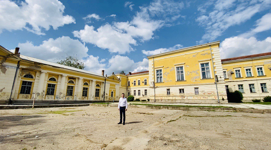 dvorište pirotske gimnazije