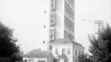 """Photo of Slike starog Pirota – """"sudar"""" moderne i tradicionalne arhitekture na fotografiji Božidara Manića Žolija"""