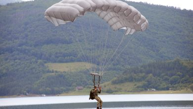 Photo of Prizori kao iz ratnih filmova na Staroj planini: Padobranci iz elitne srpske 63. Padobranske brigade posle 30 godina izveli skokove u vodu