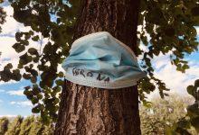 Photo of Zaštitne maske svuda oko nas! Na trotoarima, kolovozima, drveću… (foto)