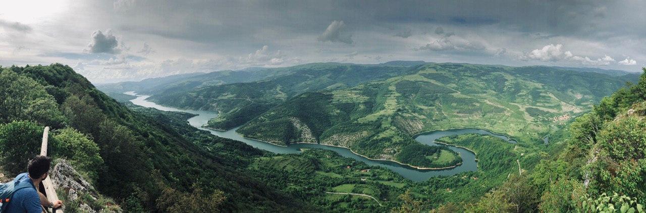 Panorama Zavojskog jezera na Staroj planini