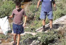 Photo of Porodica Petrović počela čišćenje Rasničke reke, očekuje da im se pridruži još meštana