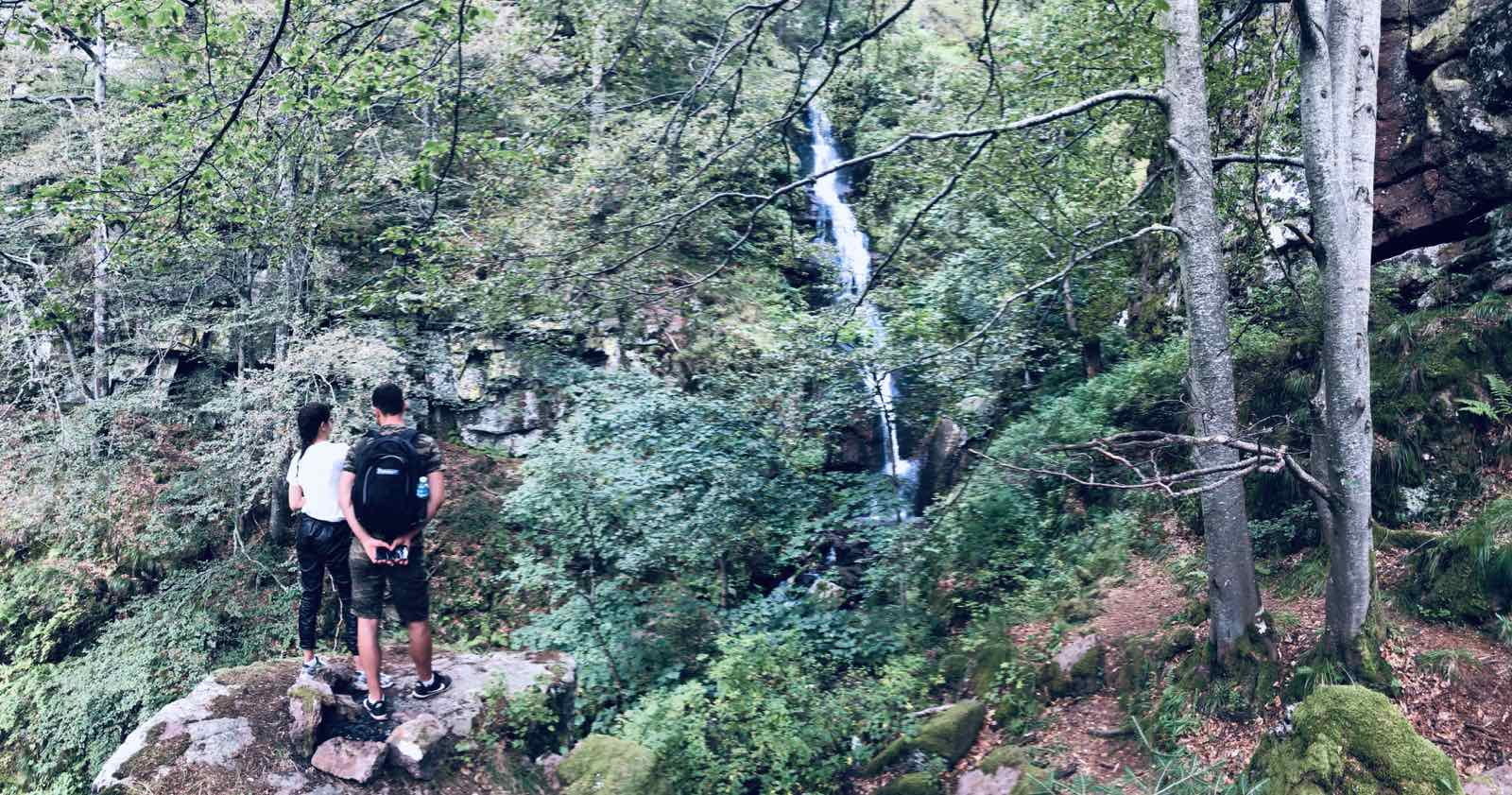 gornji piljski vodopad na staroj planini iznad toplog dola