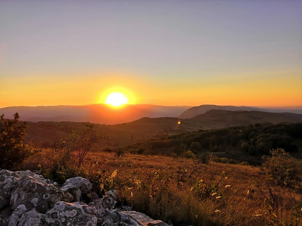 izlazak sunca planinari basarski kamik