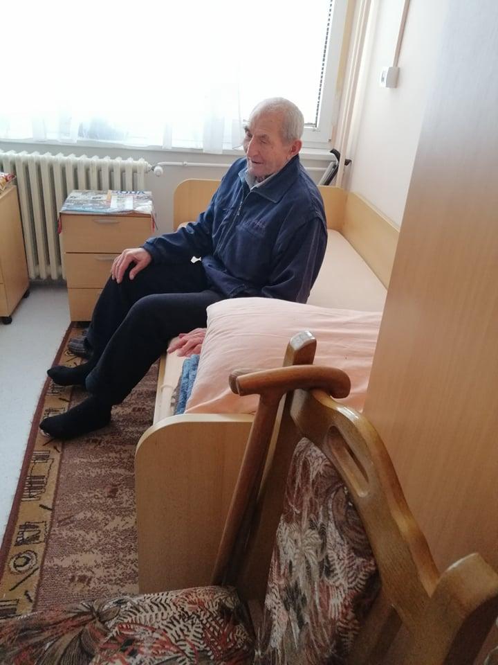 Deda Branko u svojoj sobi u Domu za stare u Dimitrovgradu - foto.- porodična arhiva
