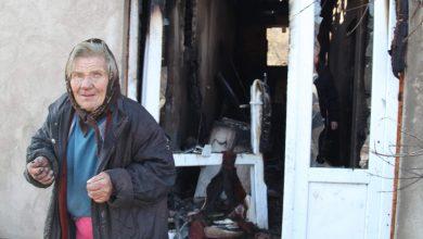 Photo of Grad Pirot renovira kuću baka Jelki – starici koja je u požaru ostala bez krova nad glavom