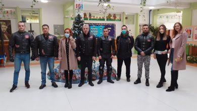 """Photo of Bajkeri MC """"Anđeo"""" doneli novogodišnje paketiće deci sa smetnjama u razvoju Škole """"Mladost"""". Gest ljubavi i razumevanja"""