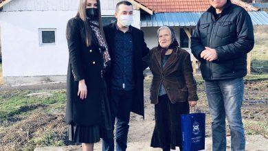 Photo of Baka Jelka dobila krov nad glavom. Gradska uprava i Regionalna deponija izdvojile 300.000 dinara za obnovu kuće izgorele u požaru