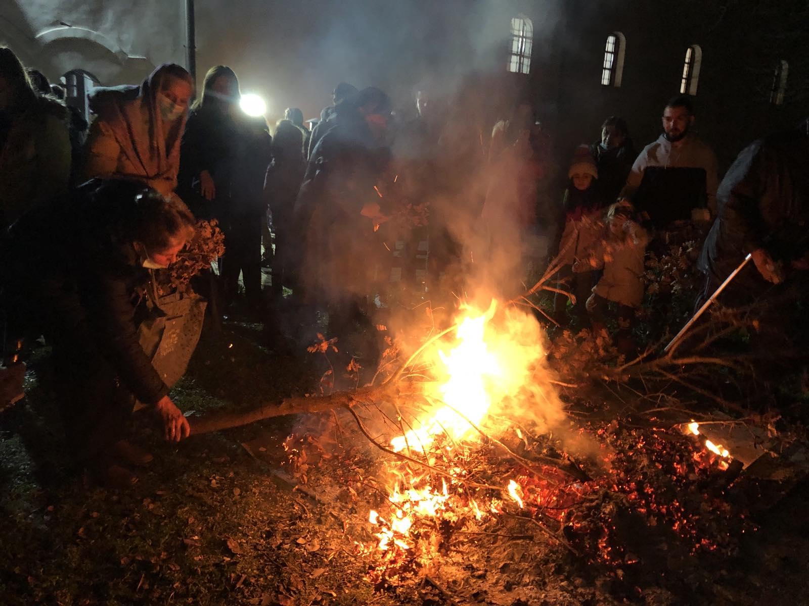 paljenje badnjaka - badnje veče u pirotu