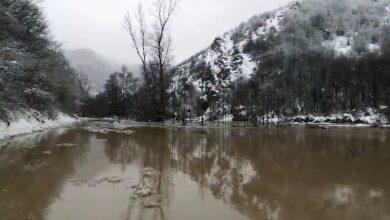 Photo of Reka Lužnica i dalje ne miruje, jutros poplavila deo državnog puta kod Ljuberađe