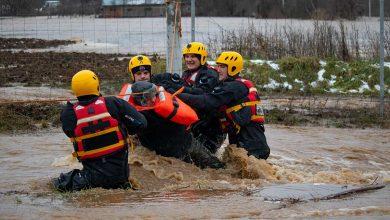 Photo of U Dimitrovgradu dramatična akcija spasavanja – pripadnici Sektora za vanredne situacije spasili stočara iz nabujale reke