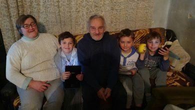 Photo of Iako žive u teškim uslovima, trojici braće u Malom Suvodolu, Aleksandru, Dušanu i Milanu ne manjka osmeha na licu