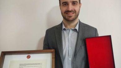 """Photo of Nagrada """"Dobročinitelj"""" Piroćancu koji je volonterski sa svojim timom lekare opremio sa preko 500 vizira"""