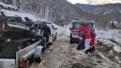 Photo of Vatrogasci i lekari evakuisali iz zavejane Rakite bračni par – oboleo od korone