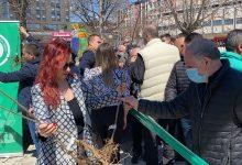 Photo of POSADI SVOJ HLAD: Piroćancima je besplatno podeljeno stotinu sadnica belog jasena u akciji Grada i Regionalne deponije Pirot