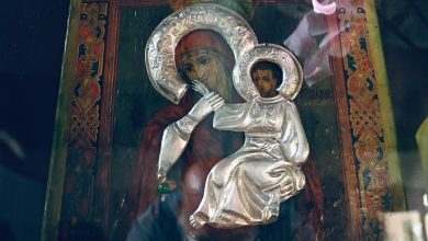 """Photo of Čudotvorna ikona Presvete Bogorodice """"Otrada i Utješenije"""", koja je štitila pirotske borce i Piroćance izložena u Pazarskoj crkvi"""