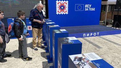 "Photo of EU KARAVAN u Pirotu ""obojen"" u šare pirotskog ćilima"
