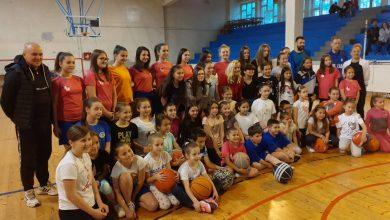 Photo of Čas košarke i druženje sa slavnom košarkašicom, Milicom Dabović, u Pirotu