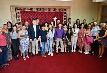 Photo of Oni su ponos Pirota – đacima generacija pirotskih osnovnih i srednjih škola gradonačelnik Vasić podelio prigodne poklone