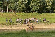 Photo of Pirotski maturanti kupanjem u Nišavi proslavili kraj školske godine