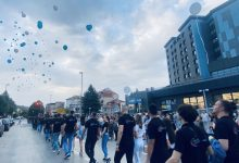 Photo of Maturanti Tehničke škole defilovali centrom grada, umesto skupe garderobe, na maturu otišli u majicama