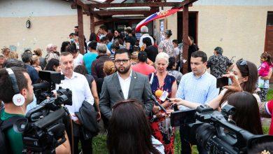 "Photo of Državni sekretar, Stevan Gligorin, prilikom boravka u Pirotu, obišao romsko naselje ""Rasadnik"" i pozvao Rome da se u što većem broju vakcinišu"