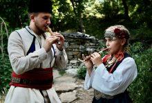 Photo of DOKUMENT: Devetogodišnja Mila i njen stariji brat Dušan Antić – čuvari vekovne tradicije sviranja frule