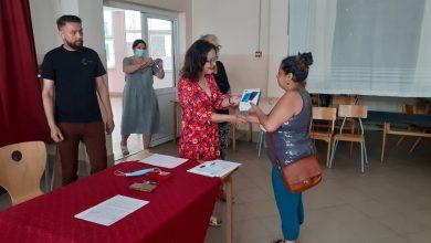 """Photo of U OŠ """"8. septembar"""" uručena 22 tablet računara učenicima romske nacionalnosti"""
