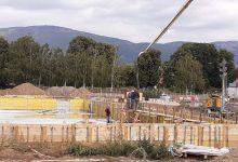 Photo of Na gradilištu Otvorenog plivačkog kompleksa sve pozicije zaposednute, mehanizacija i ljudstvo na sve strane